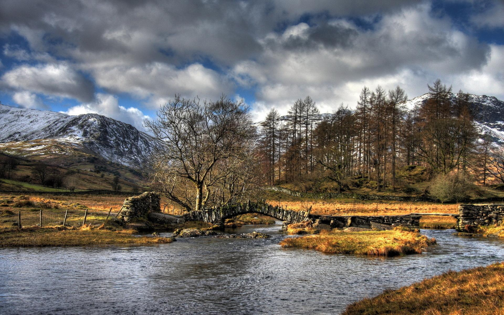 Ancient bridge over island in river Hdr wallpaper 1920x1200