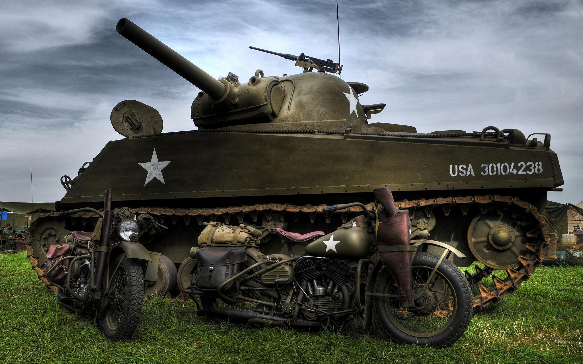M4 Sherman and Harley Davidson WLA motorcycles Full HD 2048x1280