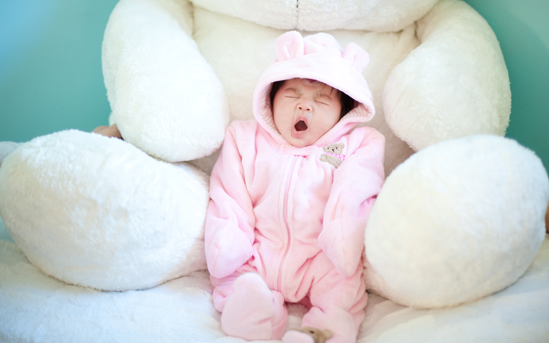 Cute Baby Yawning Wallpapers HD Wallpapers 1920x1200