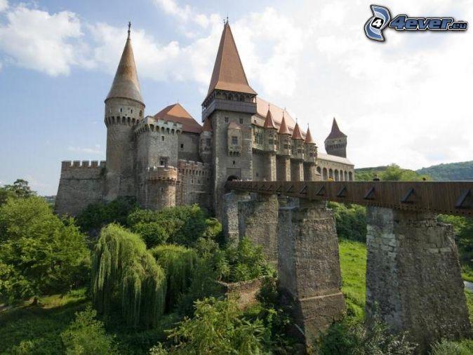 Draculas Castle Transylvania Romania bridge 674x506