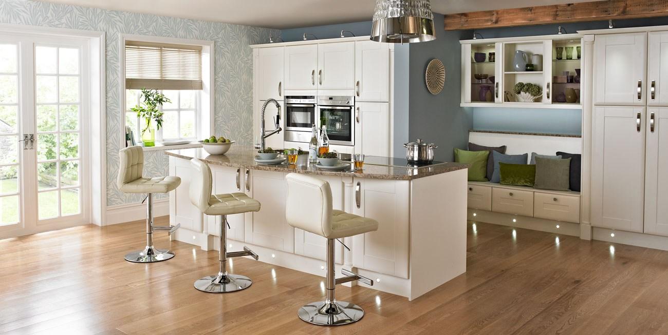 country kitchen wallpaper 1300x653
