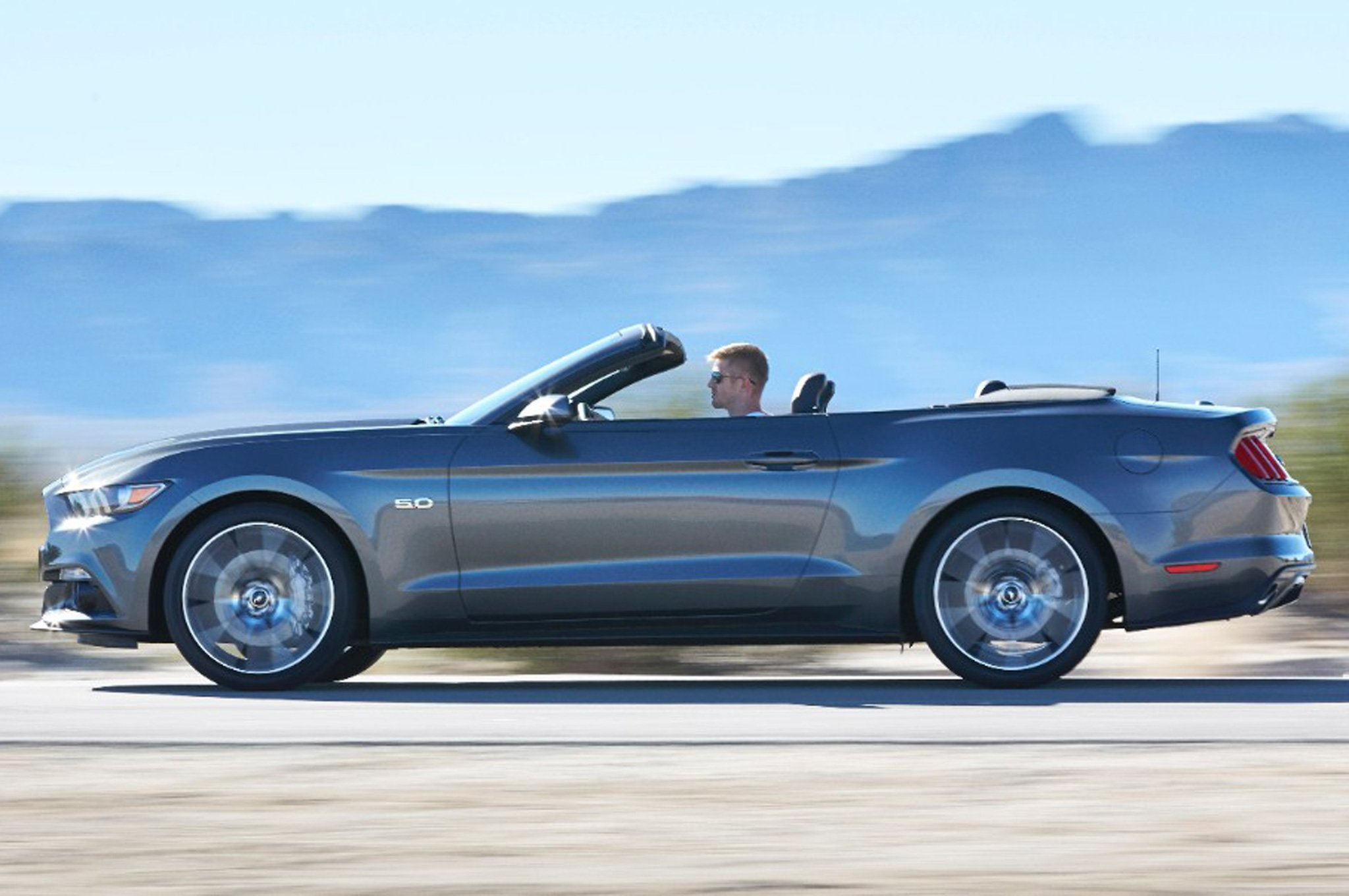 2015 Ford Mustang Convertible HD Desktop Background Download 2048x1360