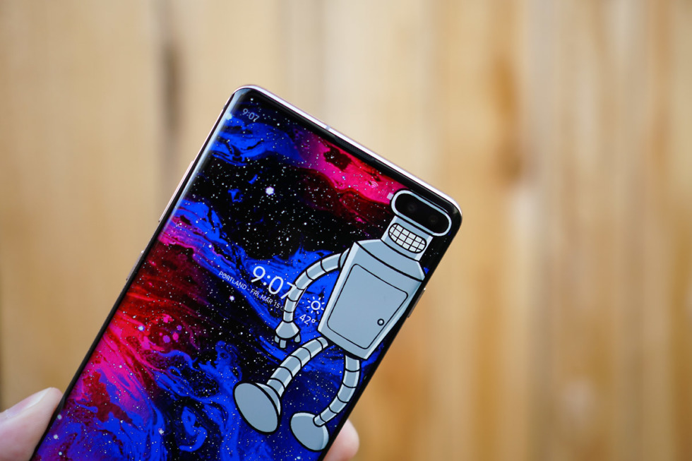 You Need These Wallpapers That Embrace Your Galaxy S10 Display 980x653