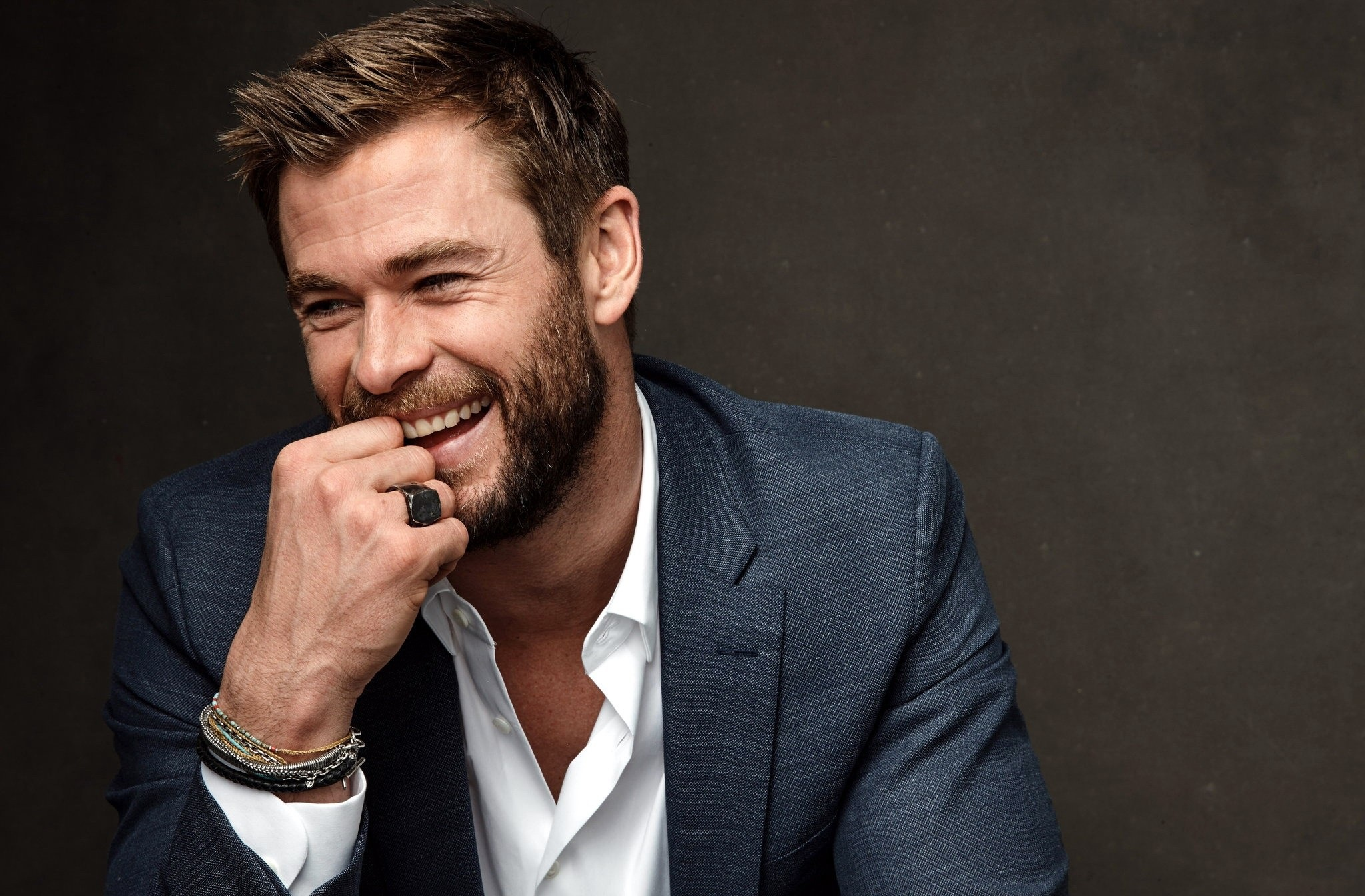 Wallpaper of Actor Australian Beard Chris Hemsworth Smile 2048x1344