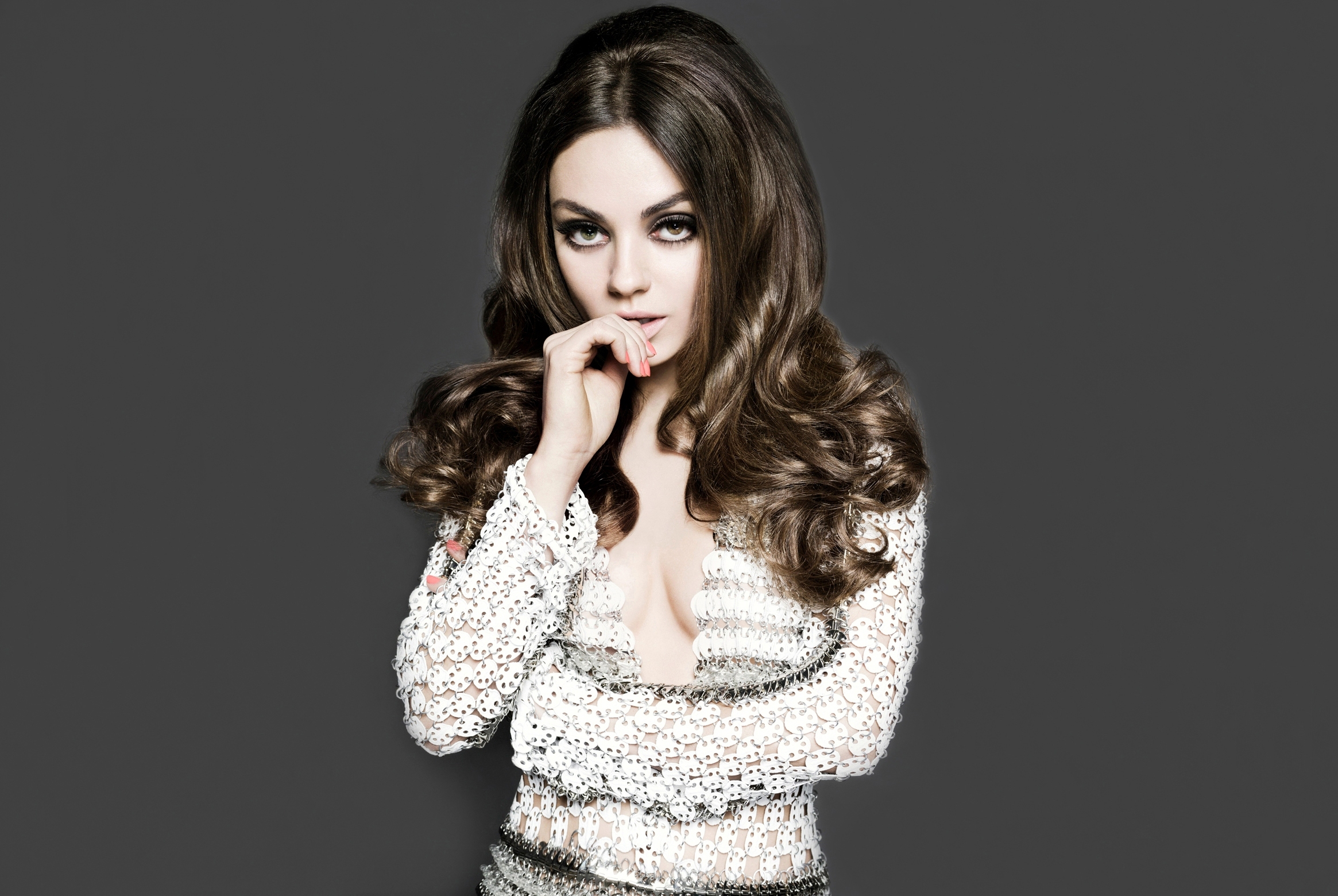 Mila Kunis Hollywood Famous Actress Pictures   All HD Wallpapers 2330x1560