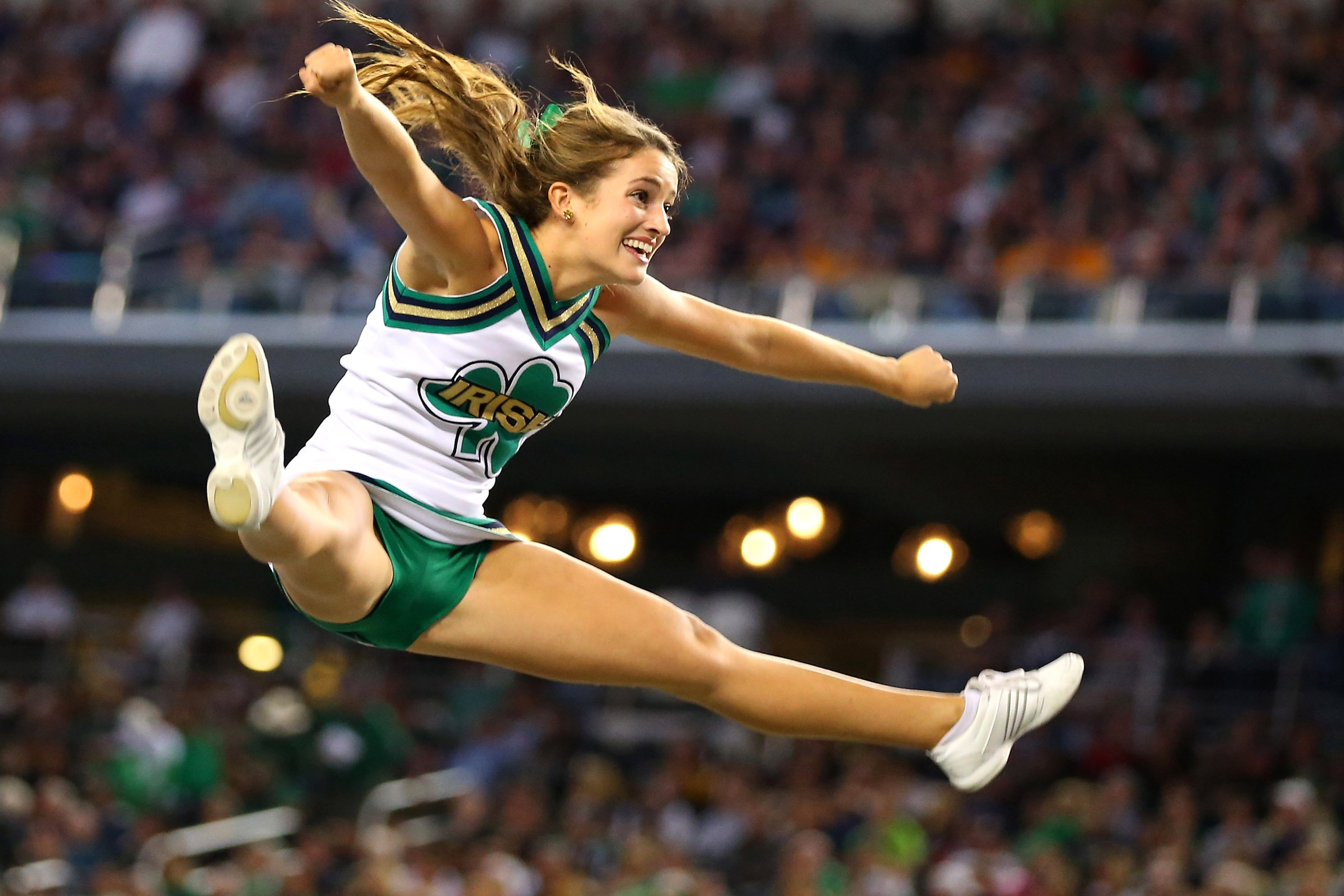 NOTRE DAME Fighting Irish college football cheerleader wallpaper 2975x1983