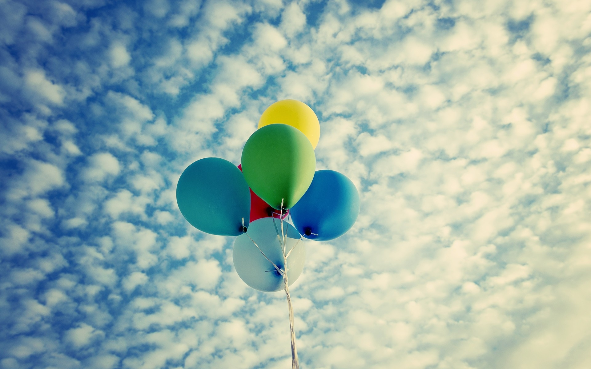 Sky Clouds Balloons 1920x1200