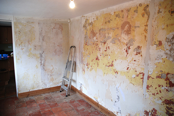 Peeling Wallpaper Must Be Removed Prior To Tiling 600x401