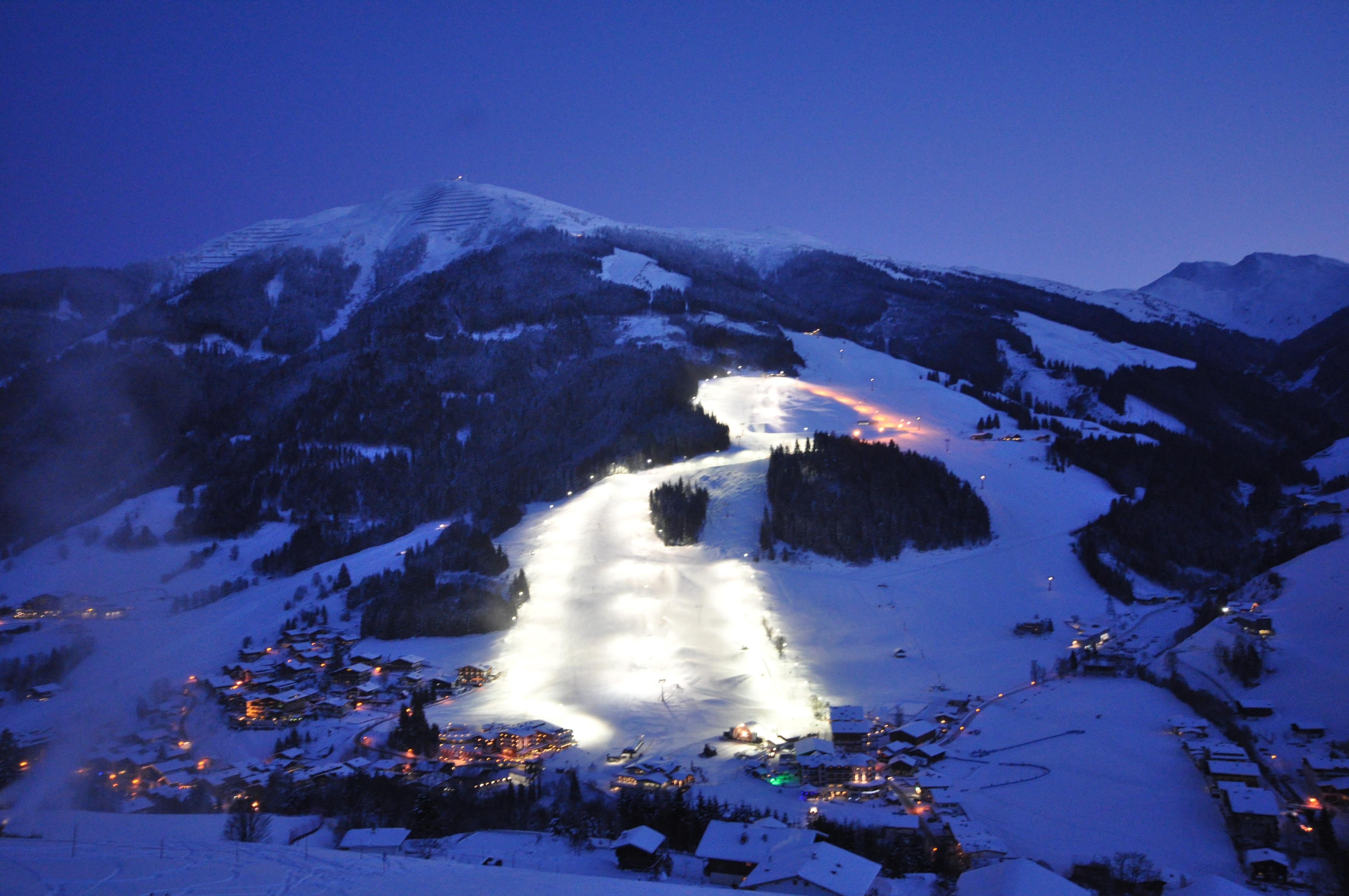 ski slopes in the ski resort Saalbach Hinterglemm Austria wallpapers 4288x2848