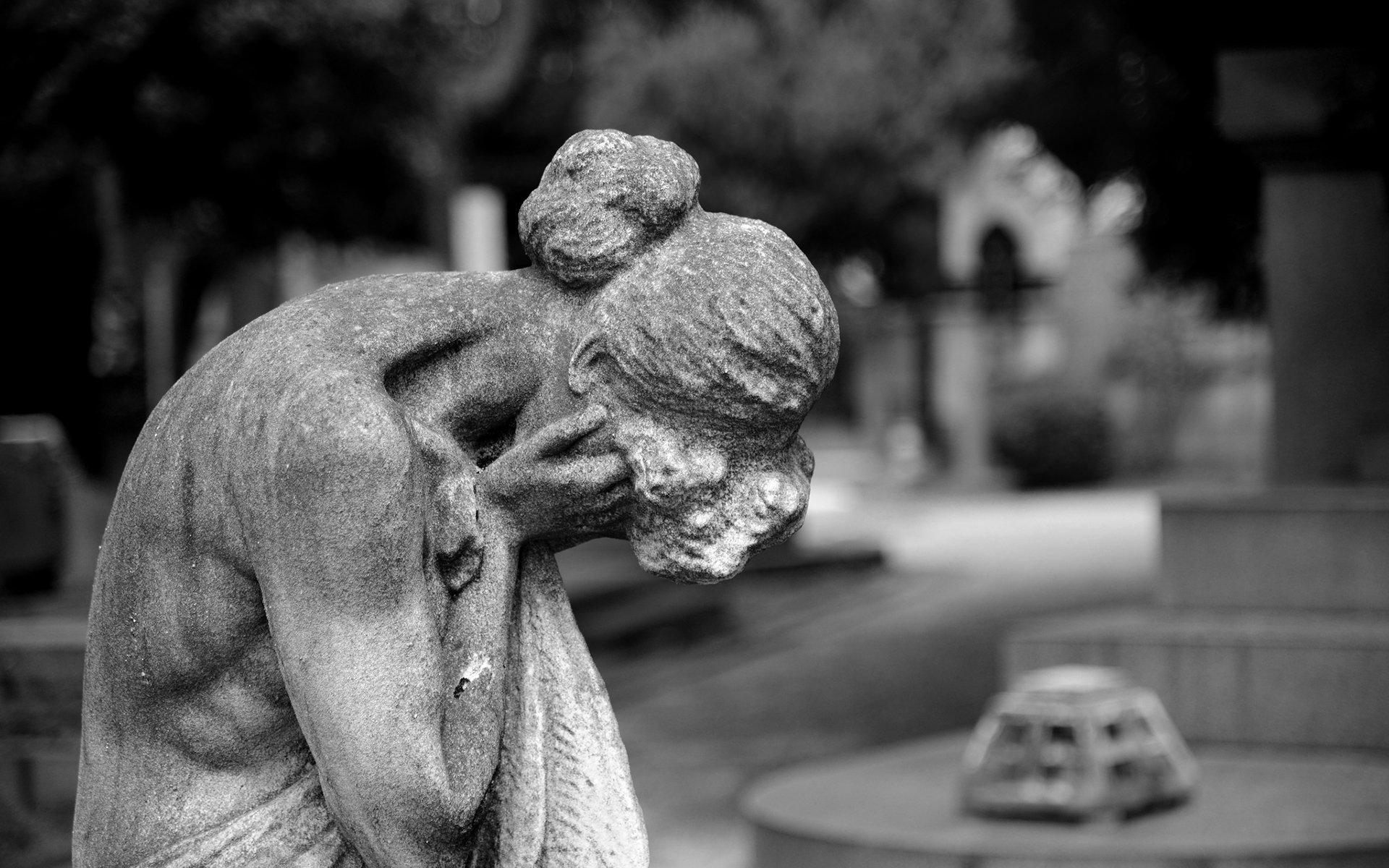 Statue Cry Sad B W mood cemetery wallpaper 1920x1200 133068 1920x1200