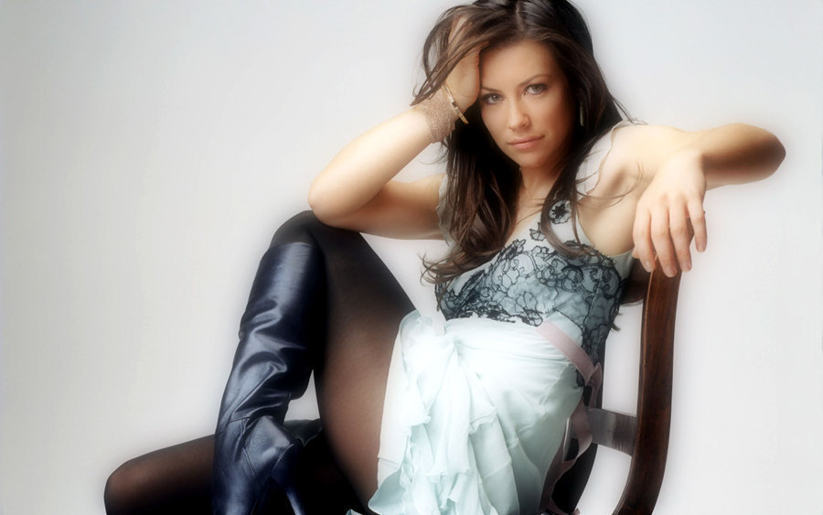 Evangeline Lilly freckles photo gallery   PandaWhale 900x563