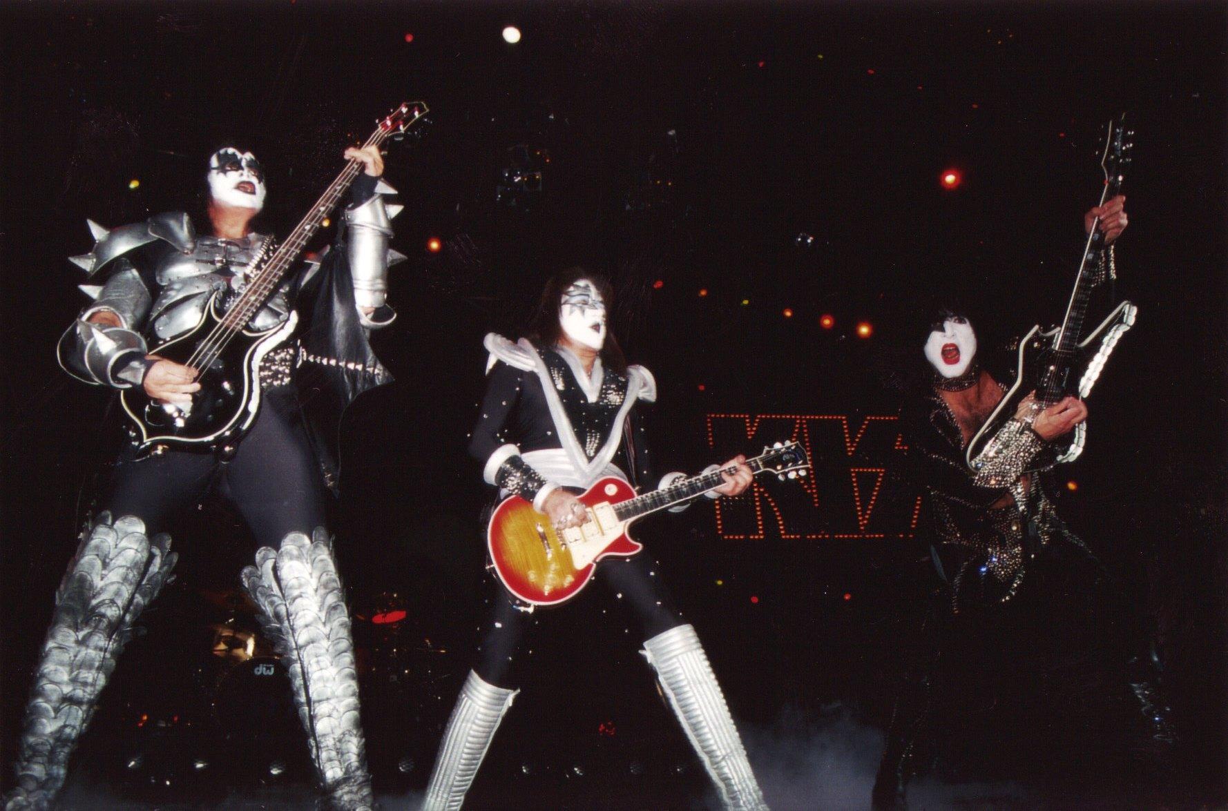Kiss heavy metal rock bands concert guitar s wallpaper background 1778x1175