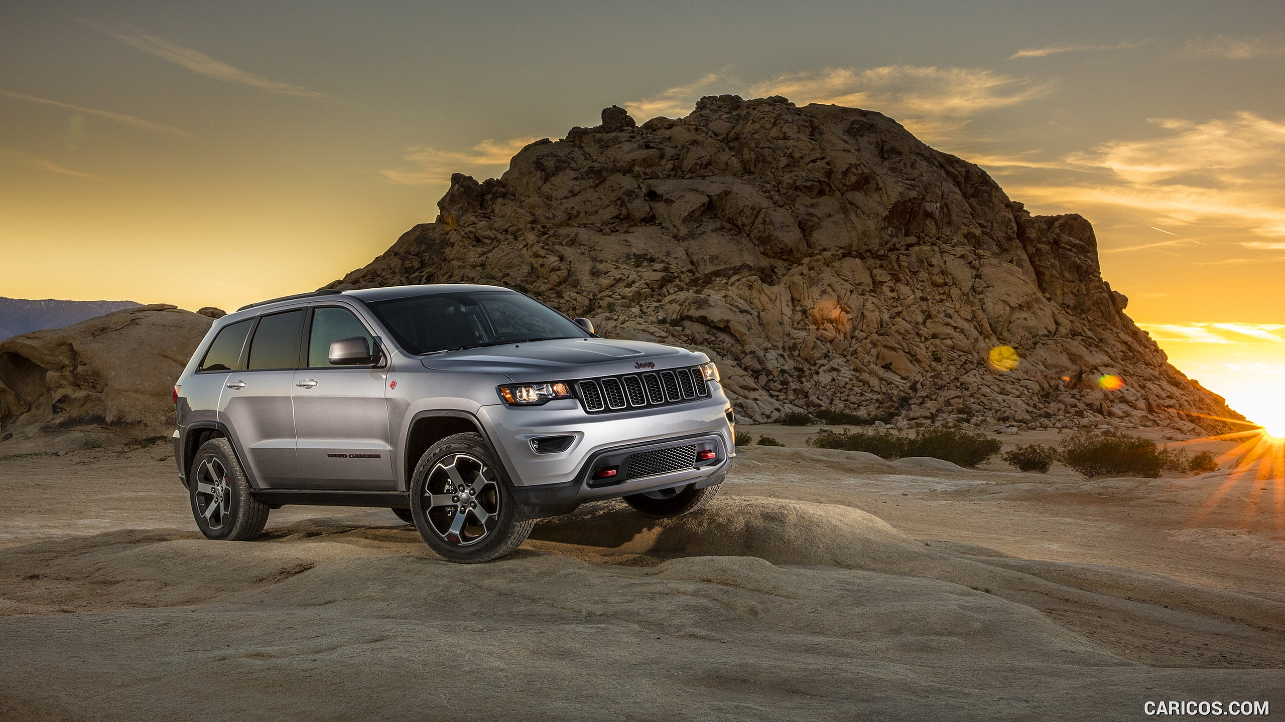2017 Grand Cherokee Trailhawk   Front HD Wallpaper 3 2560x1440