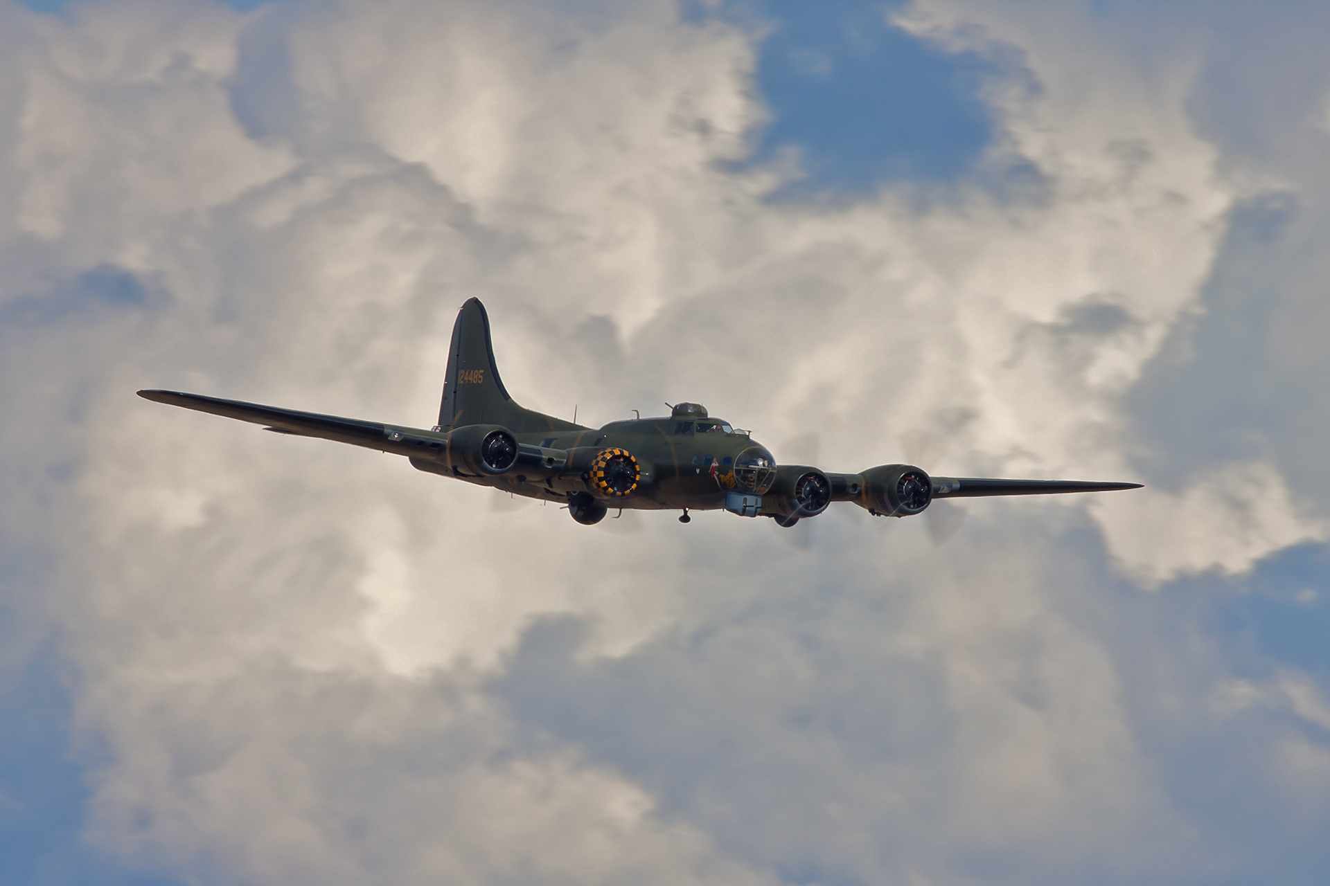 Boeing b 17 flying fortress flying fortress heavy four engine 1920x1280