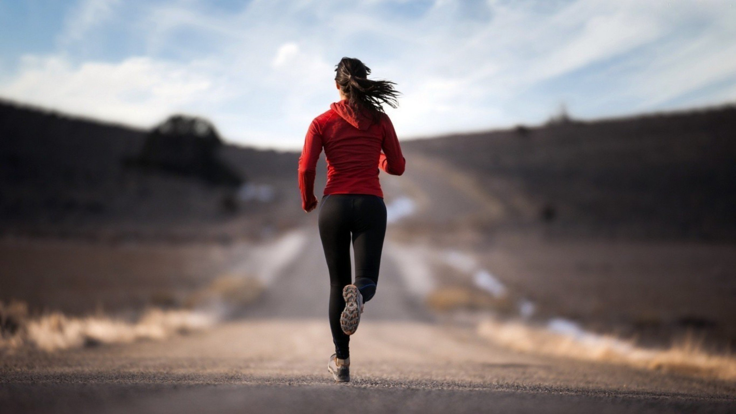 girl jogging full hd wallpaper download jogging photos free   A 2560x1440