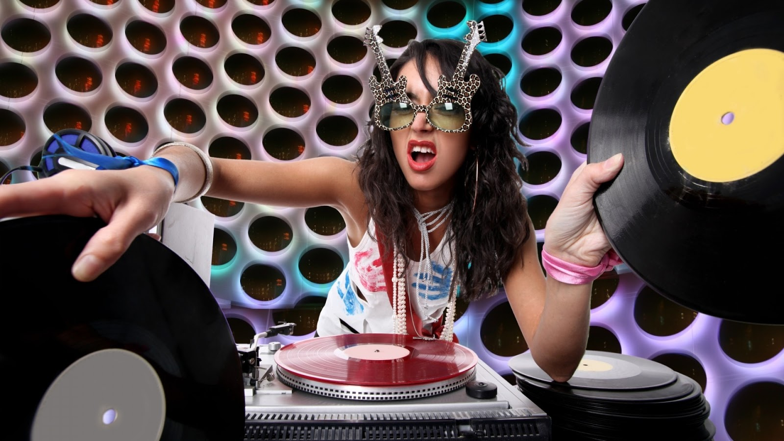 Funky DJ Girl HDQ Wallpapers 1600x900