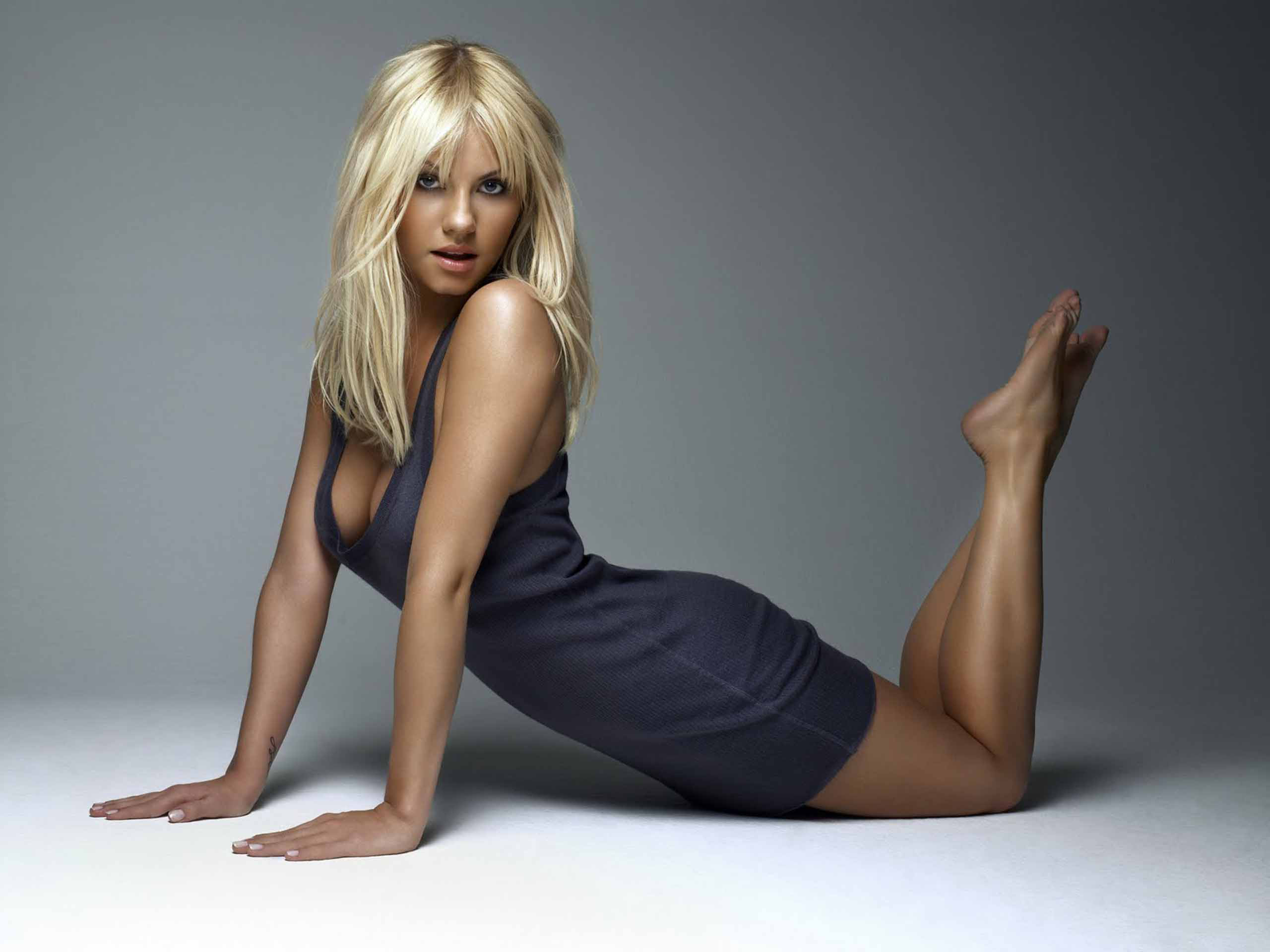 Kaley Cuoco hot pics 2560x1920