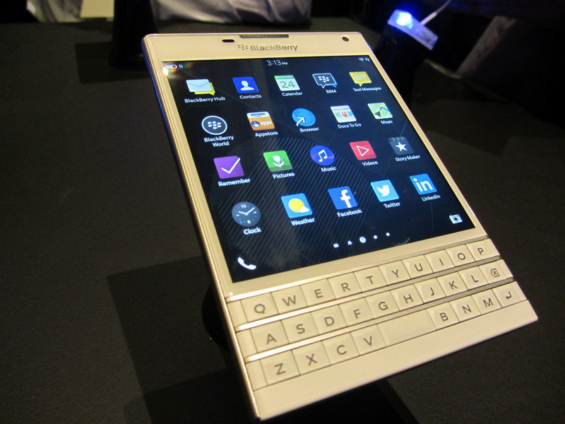 White BlackBerry Passport coming to the UK December 8th Pre order 800x600
