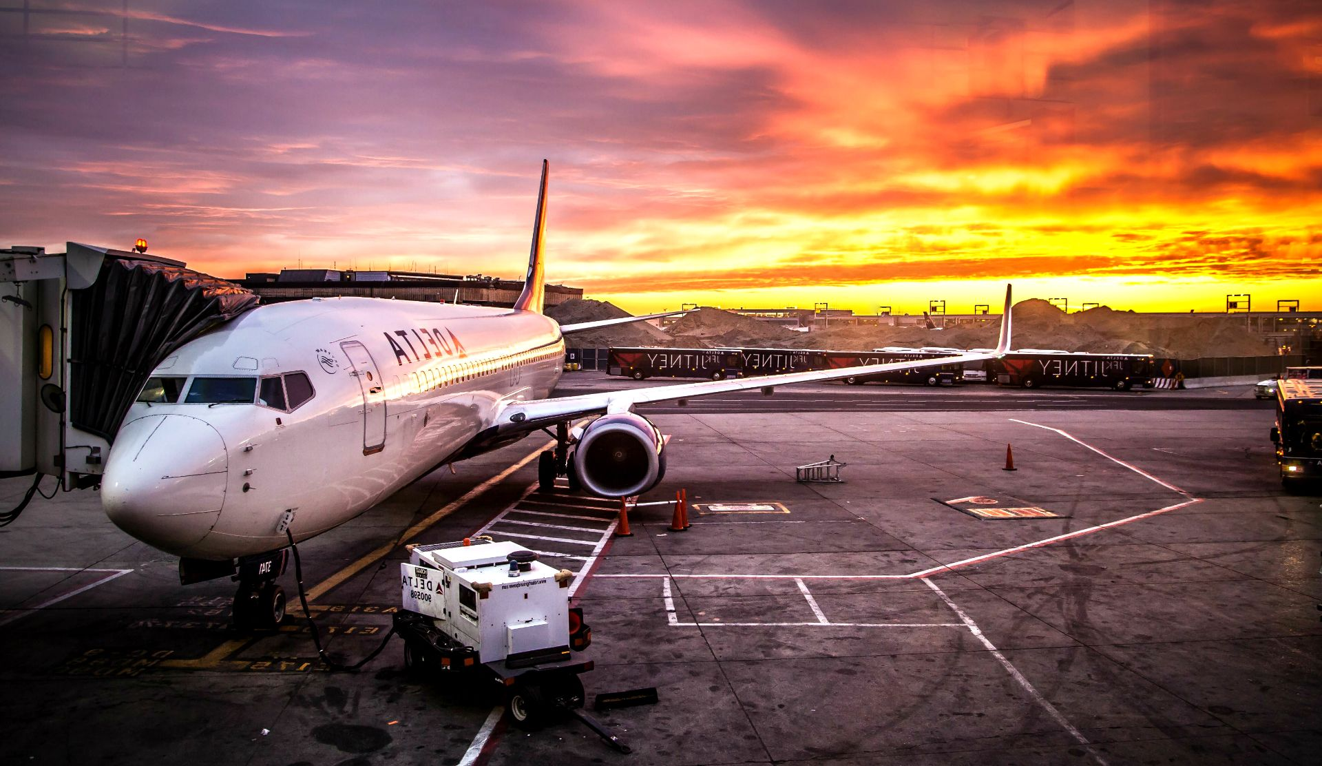 Plane Airport HD Wallpaper   HD Wallpapers 4 US Airplane 1920x1112