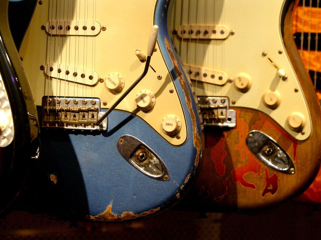 Guitar Wallpaper   Old Busted up Fender Stratocaster Electric Guitars 1024x768