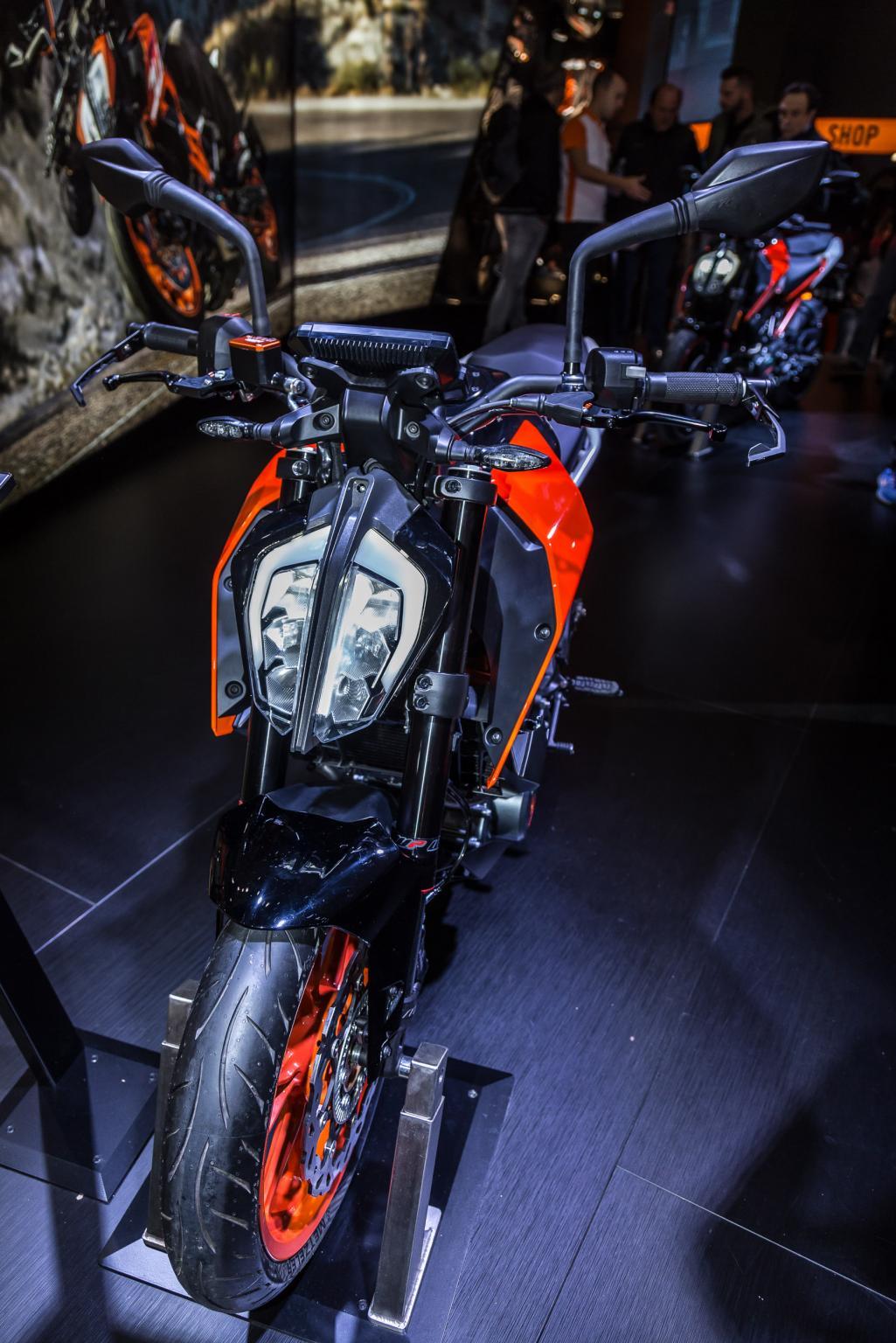 KTM 390 Duke 2017 Motorrad Fotos Motorrad Bilder 1025x1536