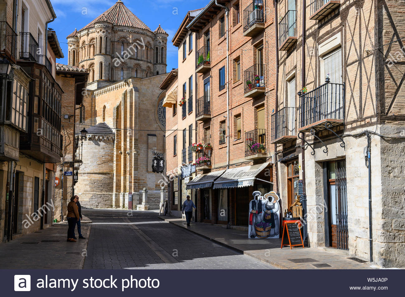 The Calle Mayor in Toro with the 13th century Collegiate church 1300x954