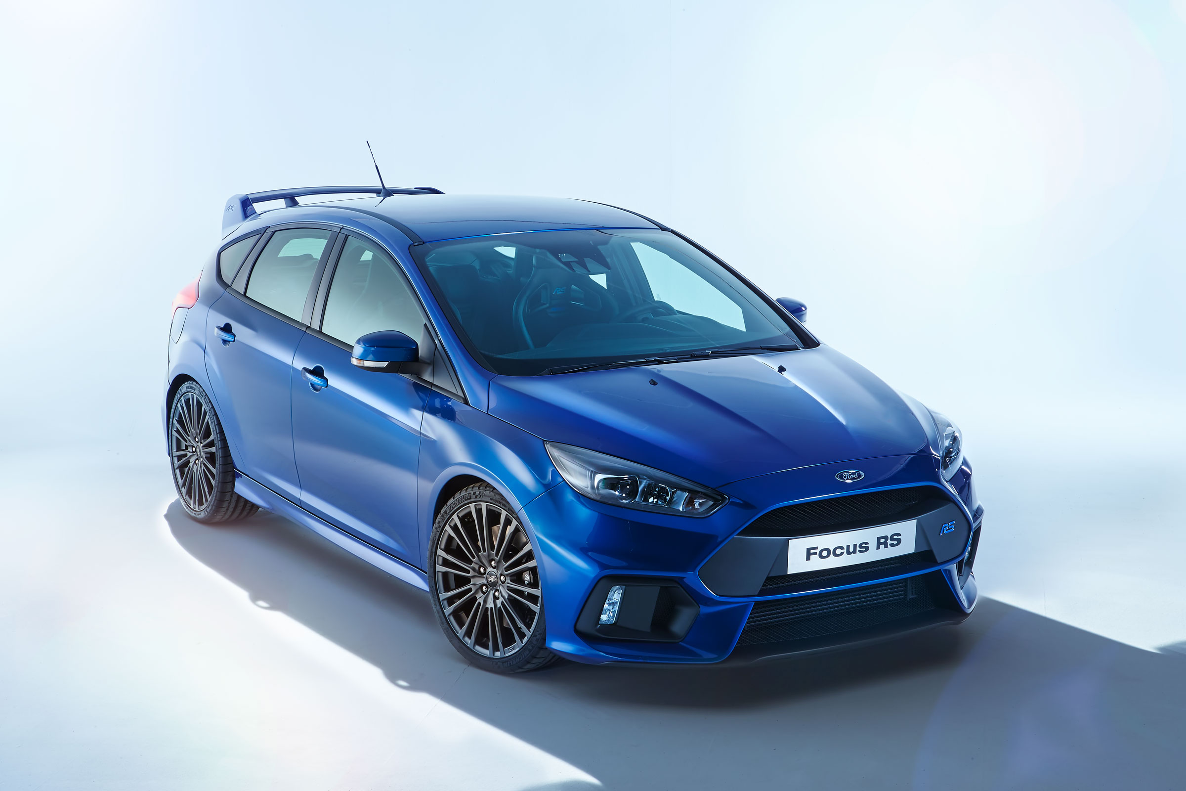 2015 ford focus rs wallpaper 2 2400x1600