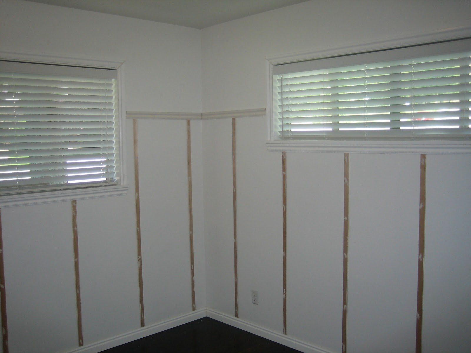 want the wallpaper above the wainscoting up to the ceiling 1600x1200