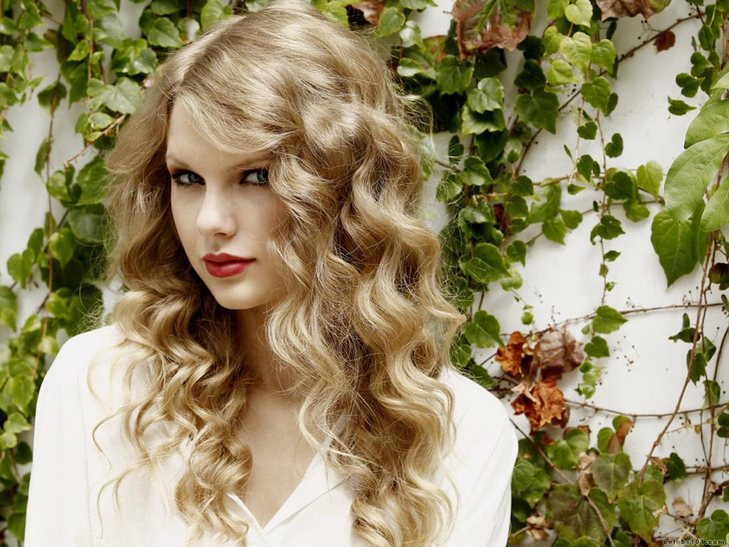 Taylor Swift High quality wallpaper size 1024x768 of Taylor Swift 1024x768