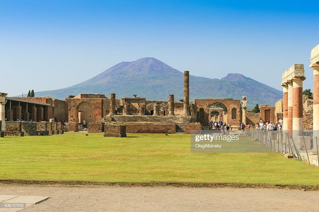 Ruins Of Pompeii With Mount Vesuvius In Background Campania Italy 1024x683