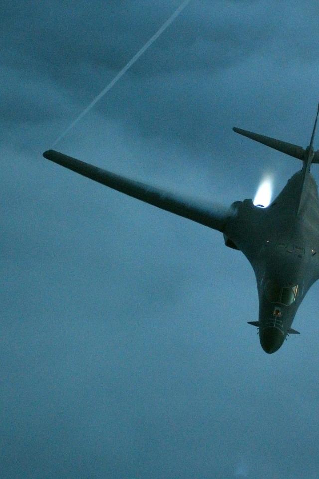 B1 Bomber Wallpaper httpwwwwall321comMilitaryAircraftaircraft 640x960