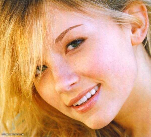 Haley Bennett Wallpaper 600x543