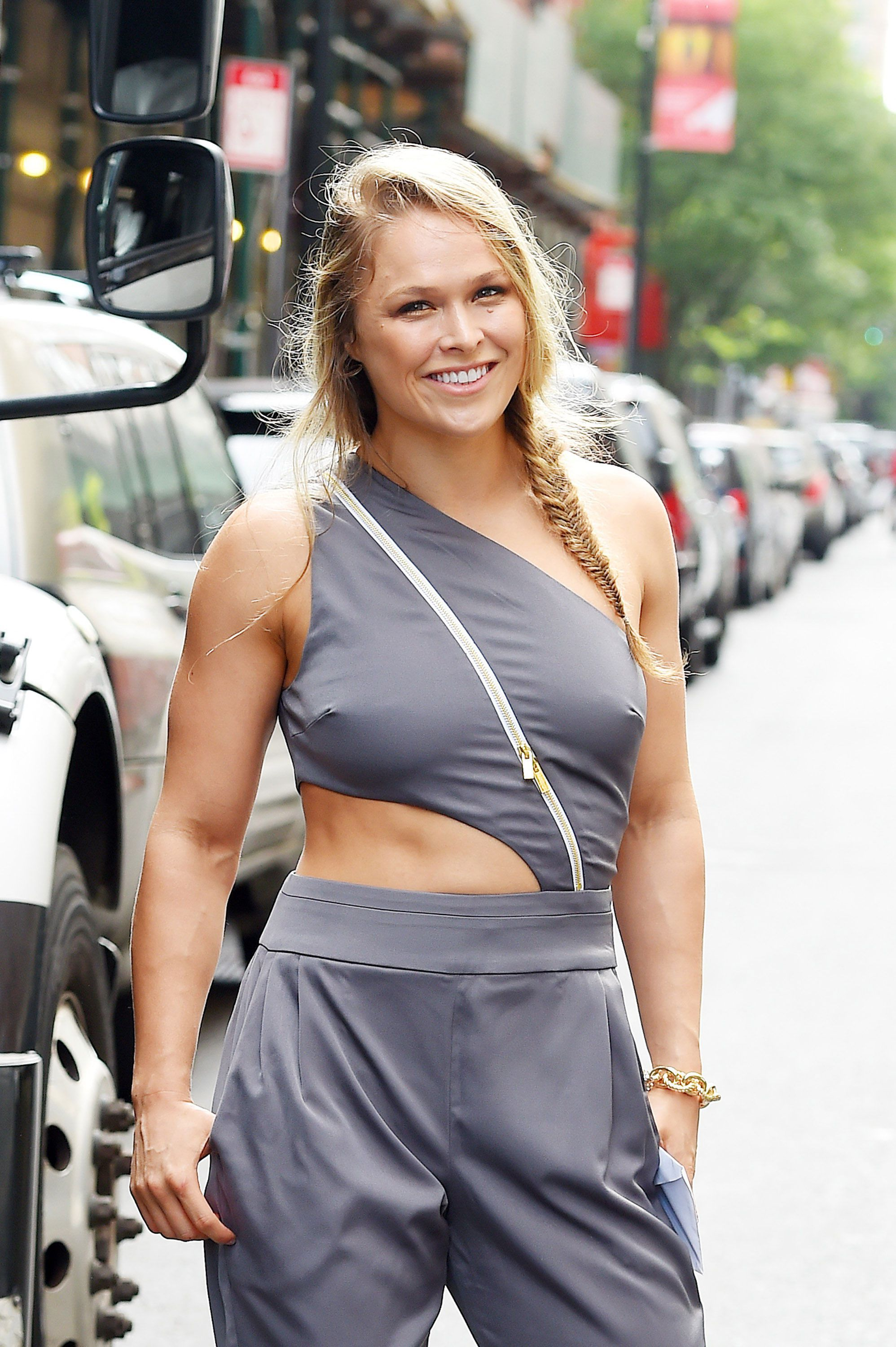 Beauty and A bad ass Rowdy Ronda Rousey Ronda rousey Rowdy 1996x3000