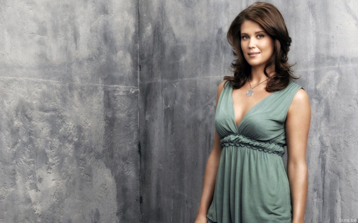 Sarah Lancaster desktop wallpaper download in widescreen hd 1440x900