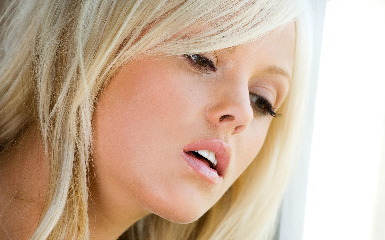 blondinki-video-bez-foto-golih-muzhchini-i-zhenshini-seks