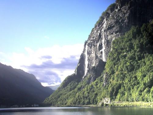 Sunny Waterfall Screensaver Screensavers   Download Sunny 500x375