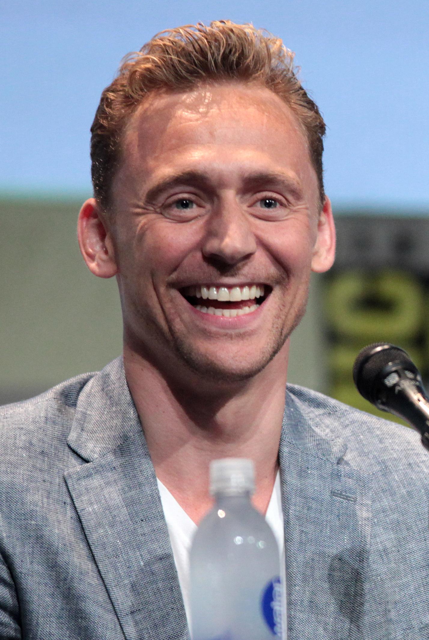 Tom Hiddleston Wallpapers HD 1428x2130