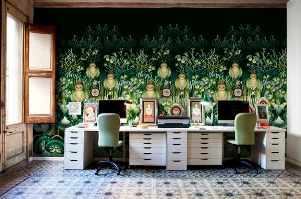 Elaborate and exquisite wallpaper creates a colorful home office 600x396