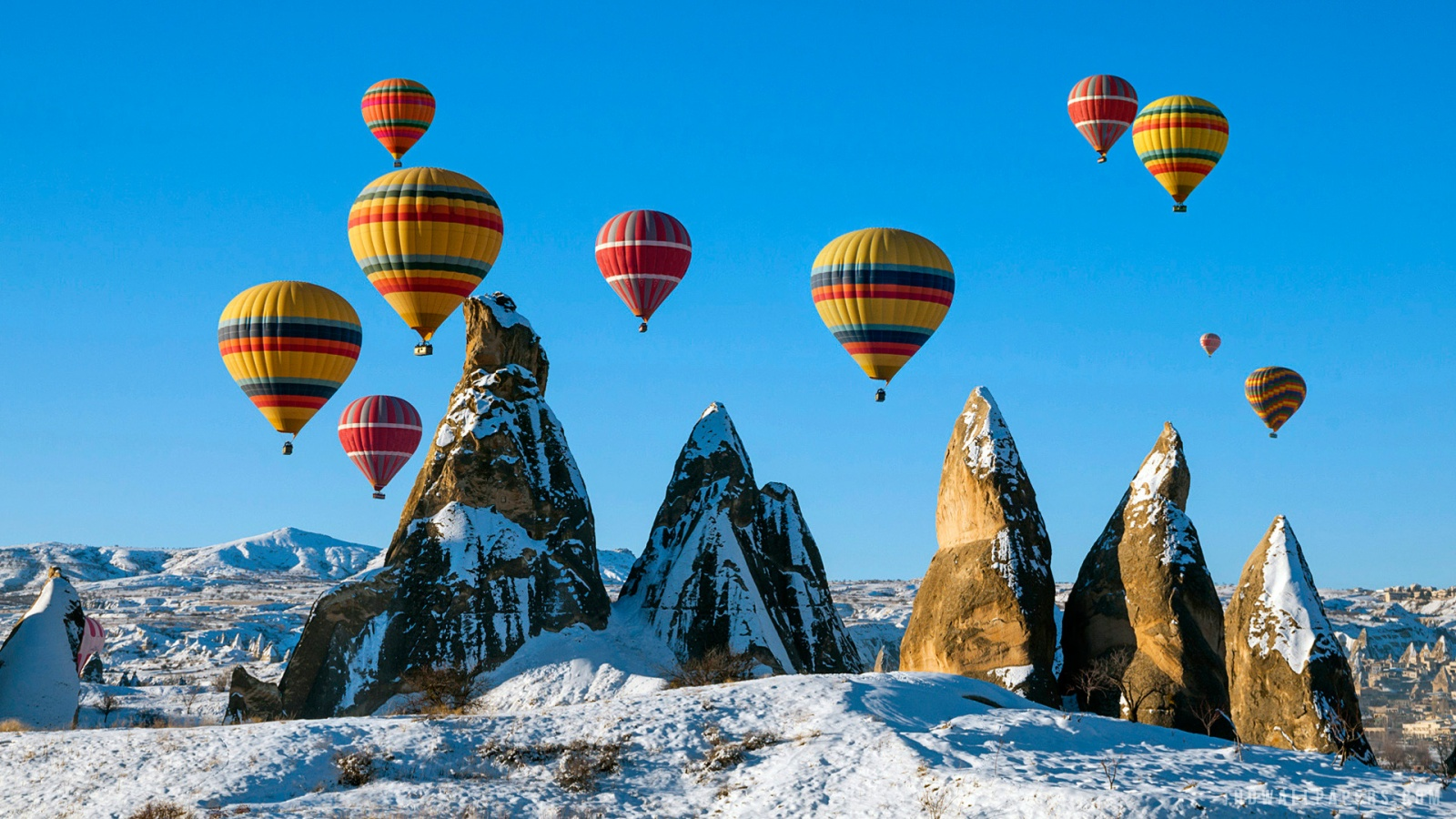 Balloons over Snowy Cappadocia Turkey HD Wallpaper   iHD Wallpapers 1600x900