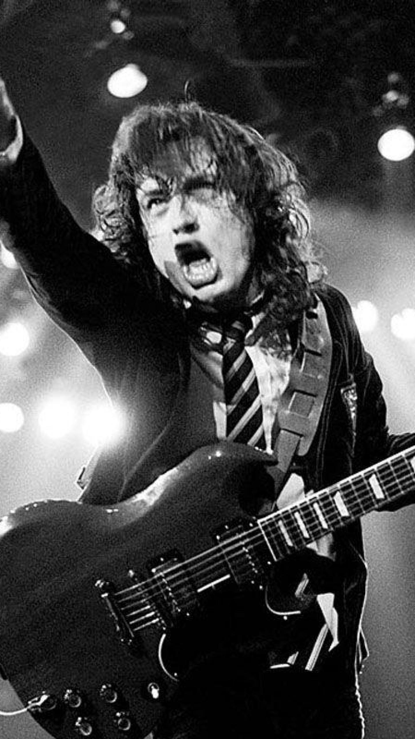 97 Angus Young Wallpapers On Wallpapersafari