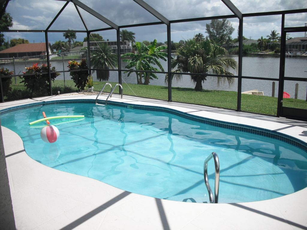 Waterfront Heated pool WIFIBikes   Cape Coral 1024x768