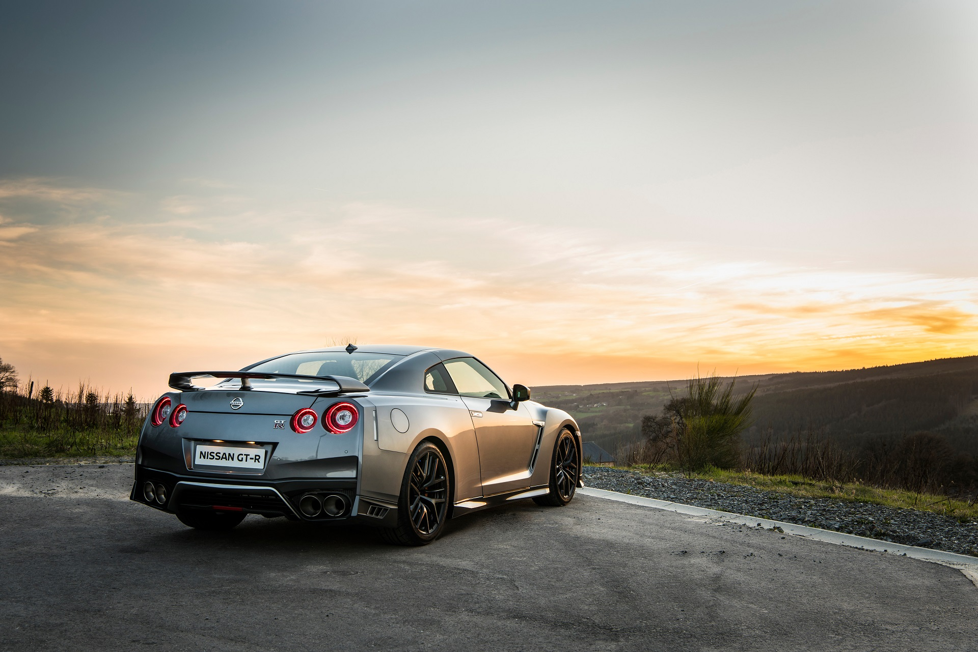 2017 Nissan GT R detailed in new video and photos 1920x1281