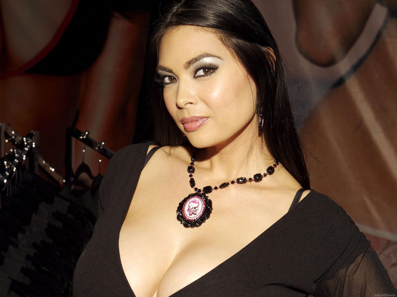 Famous Asian pornstar Tera Patrick modeling non nude in bikini № 1466301 без смс