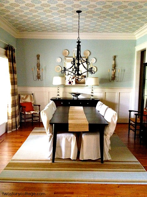 DINING ROOM DECORATING IDEAS   Beautiful dining room with wallpaper on 500x667