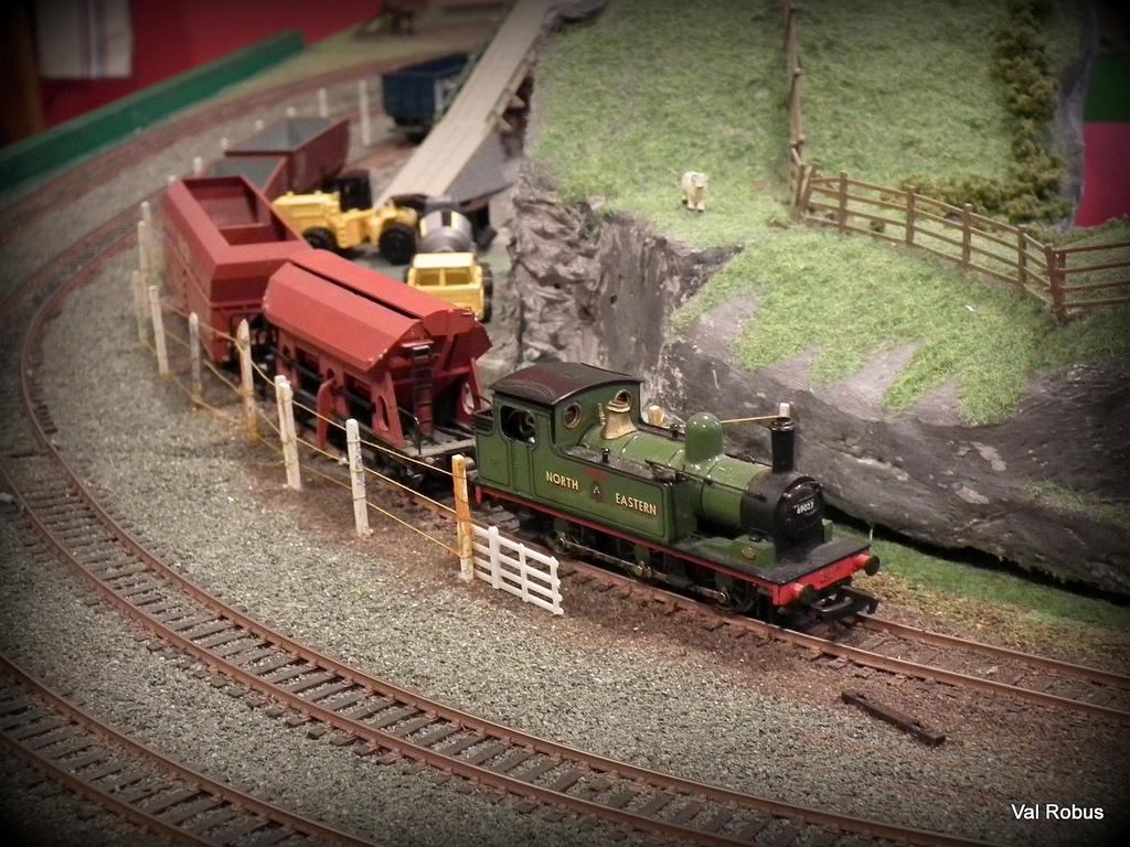 Model Train Wallpaper model train track layout design software 1024x768