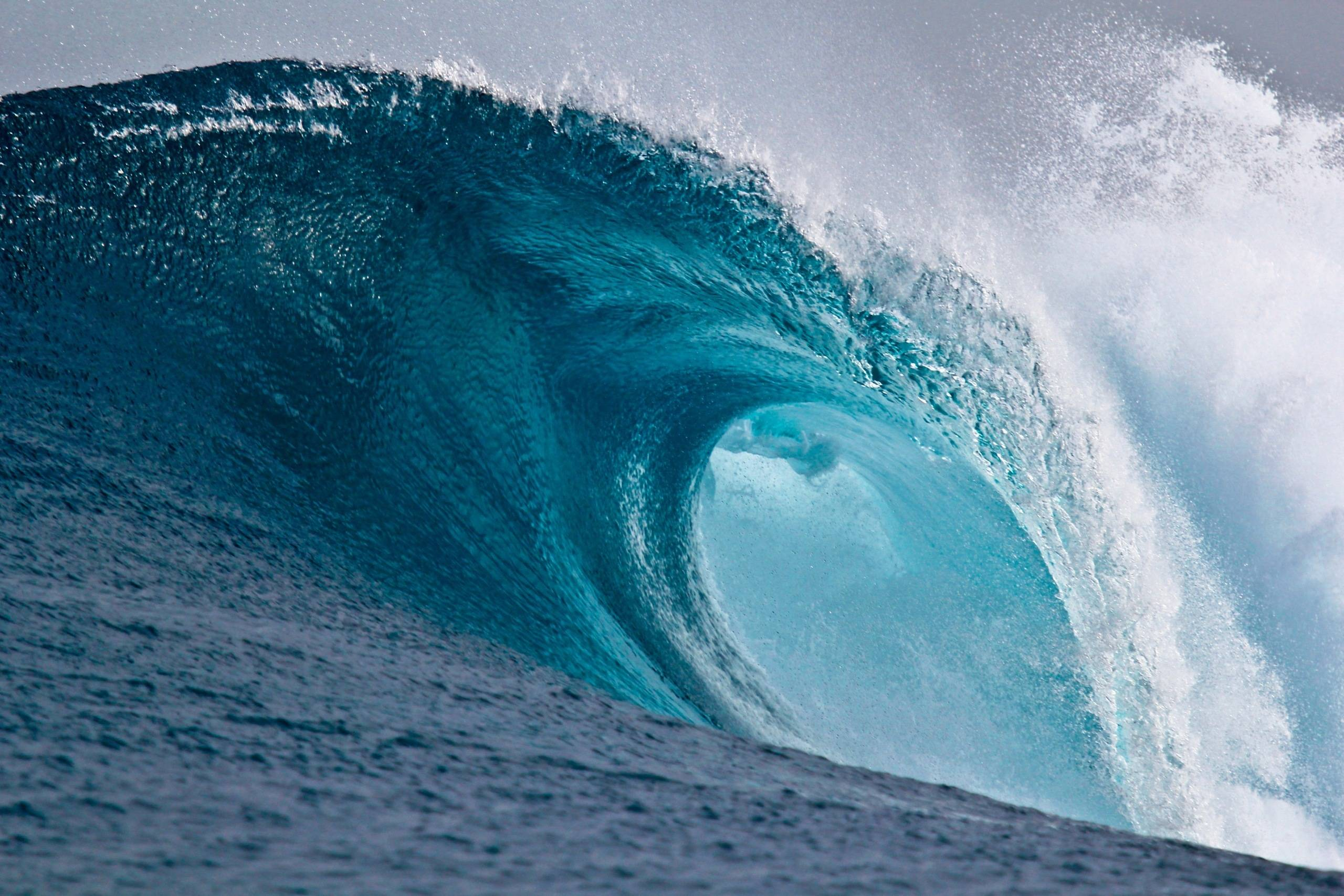 Awesome Wave Wallpapers to Decorate Backgrounds Like an Apple 2560x1707