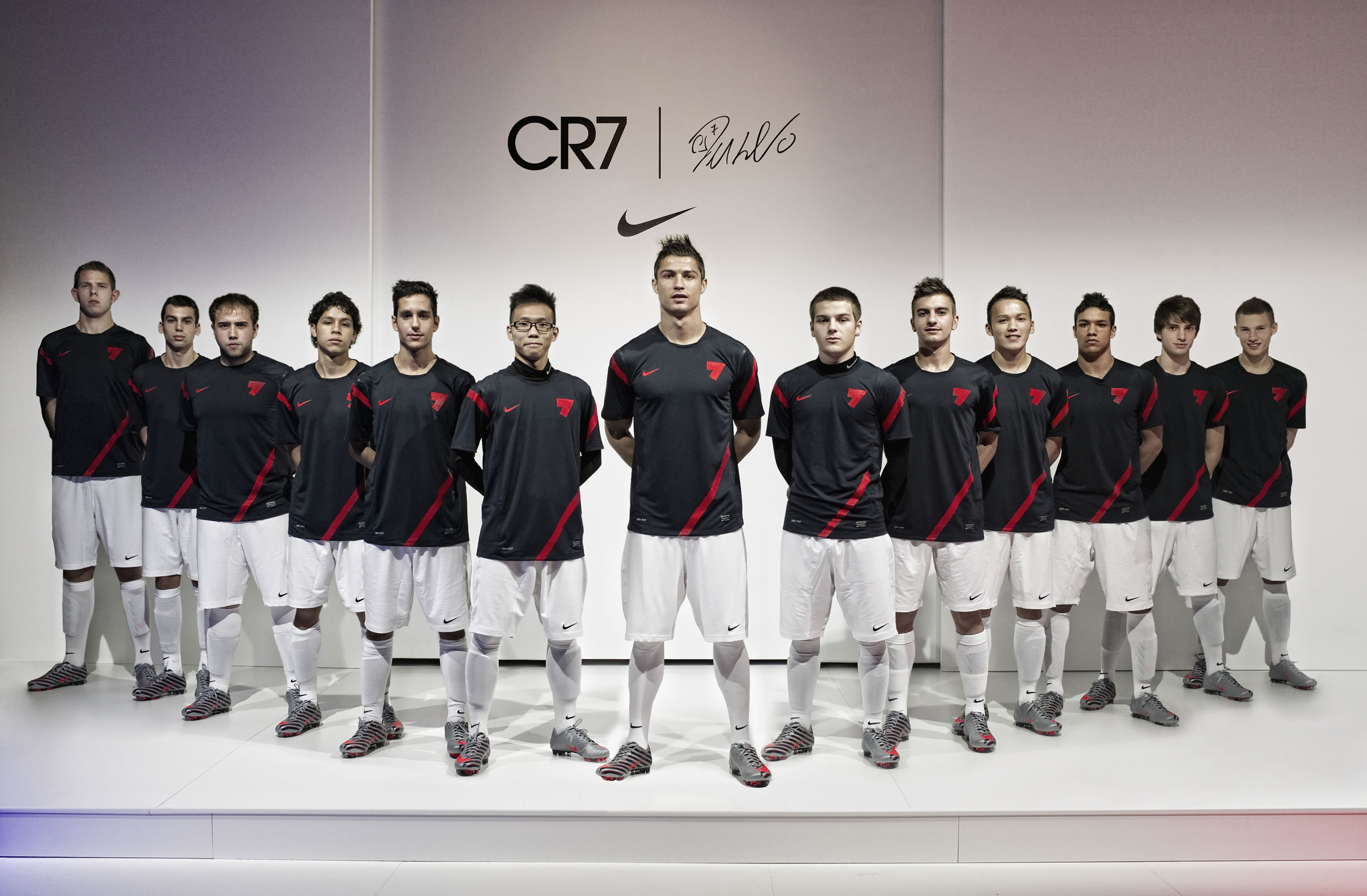 CR7 Nike Workout Squad Wallpaper   Cristiano Ronaldo 2747x1800