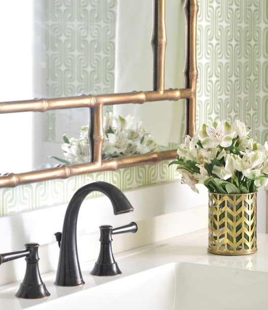 wallpapered bathroom 527x609