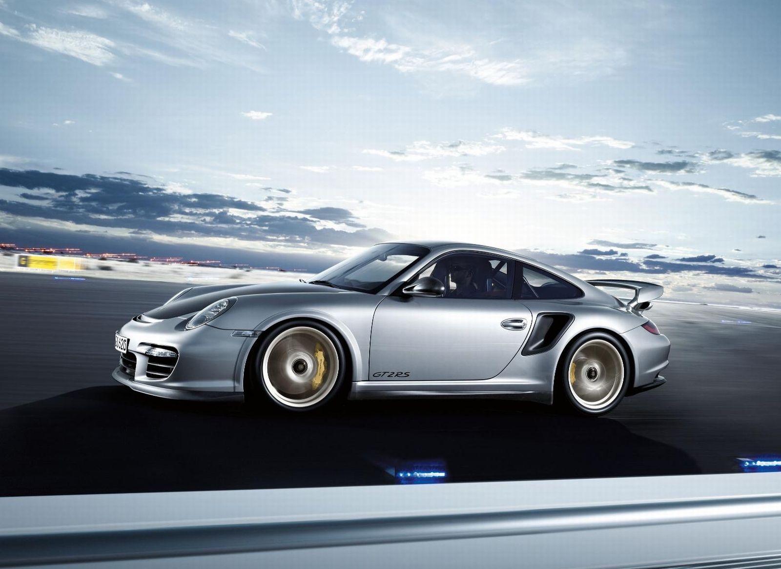 Porsche 911 GT2 1600x1200 Wallpaper Car HD Wallpapers Prices Review 1600x1166