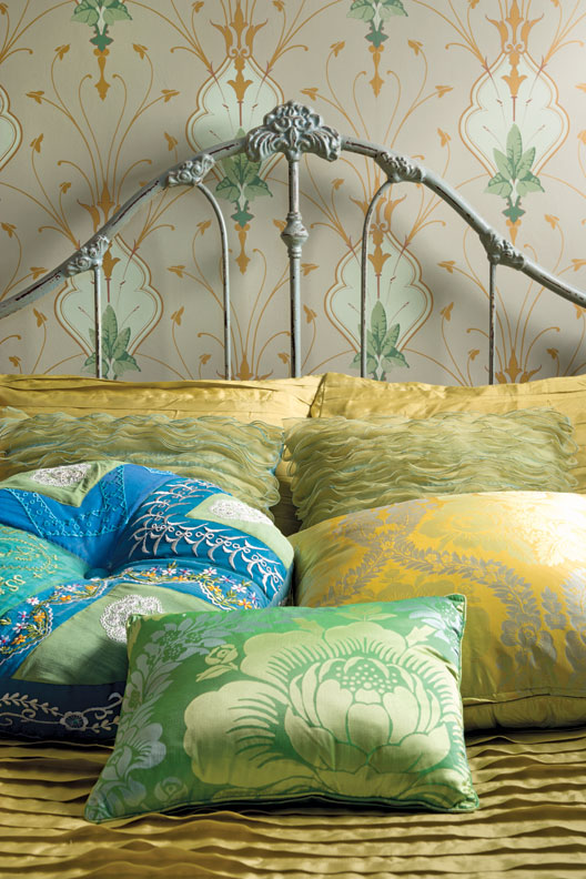 Art Nouveau wallpaper from Switzerland now discontinued dresses up a 528x792
